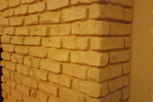 קיר בריקים מבטון מעוצב ליצירת פינה מושלמת